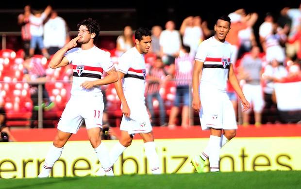 Alexandre pato comemora gol do São Paulo contra o Sport (Foto: Marcos Ribolli)