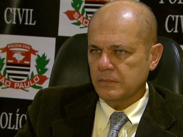 Delegado João Osinski Junior comanda investigação do caso (Foto: Reprodução/EPTV)