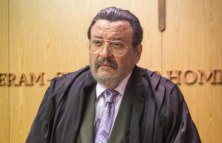 Gustavo (Luis Mello) também entrará na mira da mocinha. O juiz ajudou Sophia no processo de interdição da neta de Josafá (Lima Duarte)  Raquel Cunha/Globo