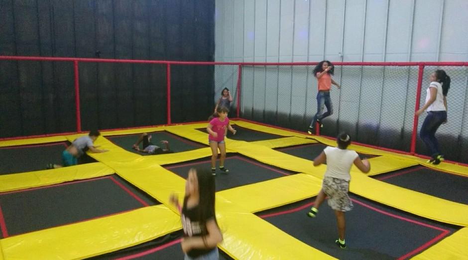 Sky Jump Brasil, parque de camas elásticas fundado por jovens da zona leste de São Paulo (Foto: Divulgação)