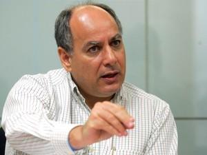 Foto de arquivo do ex- diretor de Serviços da Petrobras, Renato Duque, durante entrevista na sede da empresa, no centro do Rio de Janeiro, em junho de 2005 (Foto: Marcos de Paula/Estadão Conteúdo)