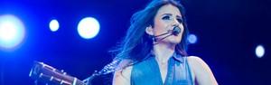 Paula Fernandes canta hits românticos em palco secundário (Érico Andrade/G1)