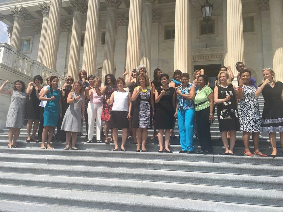 Deputadas e senadoras norte-americanas em protesto no Congresso (Foto: Reprodução/Twitter/@RepSpeier)