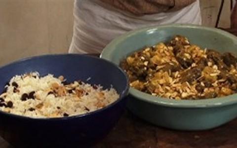 Cordeiro ao curry e arroz com uva-passa