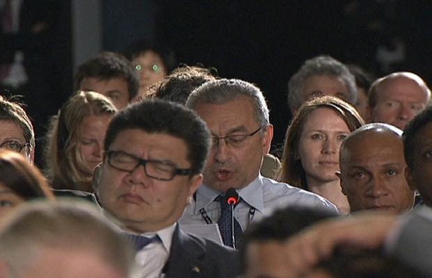 Delegado cochila durante plenária da ONU na Rio+20 (Foto: Reprodução)