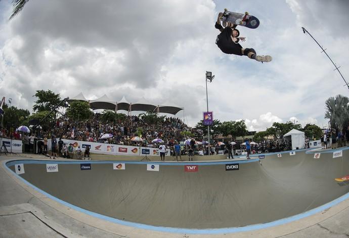 As quatro rodinhas voaram alto em Madureira no Rio Bowl Jam (Foto: AGIF)