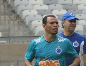 lateral ceará em treino do cruzeiro no mineirão (Foto: Tarcísio Badaró / Globoesporte.com)