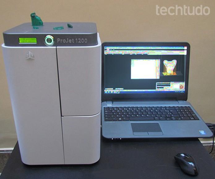 Máquina fica fechada durante a impressão (Foto: Paulo Alves/TechTudo)