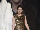 Ator diz que foi desconfortável fazer cenas de sexo com Kristen Stewart