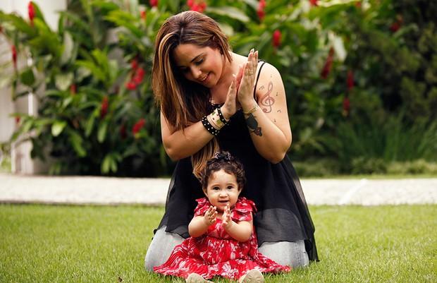 Perlla posa para o EGO com família  (Foto: Marcos Serra Lima/EGO)
