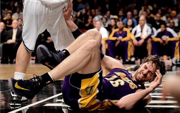 Pau Gasol lakers contusão contra o Brooklyn Nets (Foto: Agência EFE)