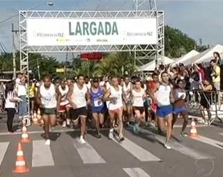 Cerca de 800 competidores participaram da Corrida da Paz (Foto: Reprodução RJTV 1ª Edição)