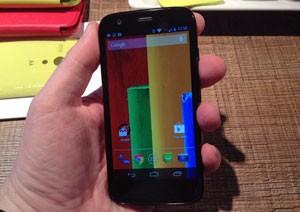 Tela do Moto G, igual ao do Moto X, apresenta imagens de qualidade (Foto: Gustavo Petró/G1)