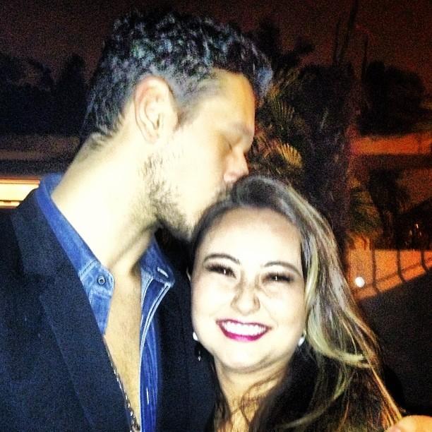 João Vicente de Castro posta foto sua bajulando a cunhada, Karina (Foto: Instagram)