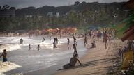 Praia lotada : quais as regras da boa convivência ?