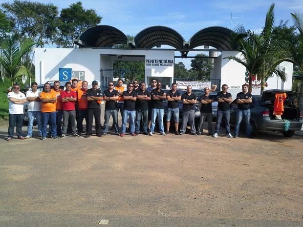 Cerca de 20 agentes presidiários cruzaram os braços na manhã desta terça-feira (11) (Foto: Marco Antonio Calejo/TV TEM)