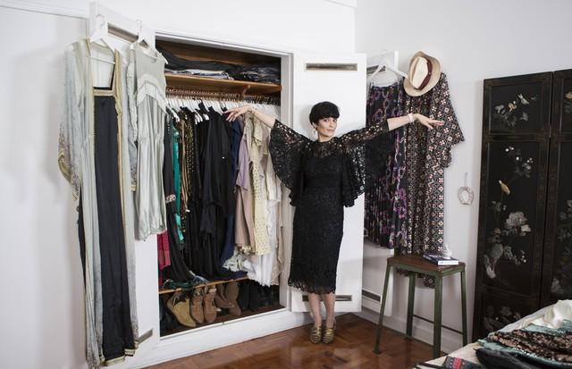 Vanessa Rozan e seu guarda-roupa em Close no Closet. (Foto: Camila Guerreiro)