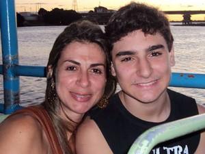 Hiale Silva e o filho  (Foto: Hiale Silva/Arquivo Pessoal)