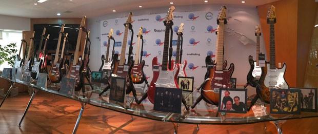 Guitarras serão leiloadas pelo Rock in Rio (Foto: Marcelo Elizardo/G1)