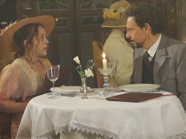 Guerra pede Celinha em casamento (Foto: Lado a Lado/TV Globo)