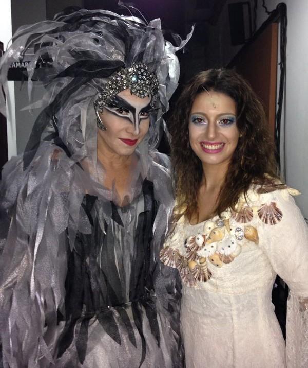 Totia Meireles e Ana Paula Torquetti esperando pra entrar em cena (Foto: Reprodução/TV Vanguarda)