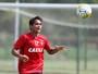 Após gol perdido, Everton Felipe se cobra mais por finalizações no Sport