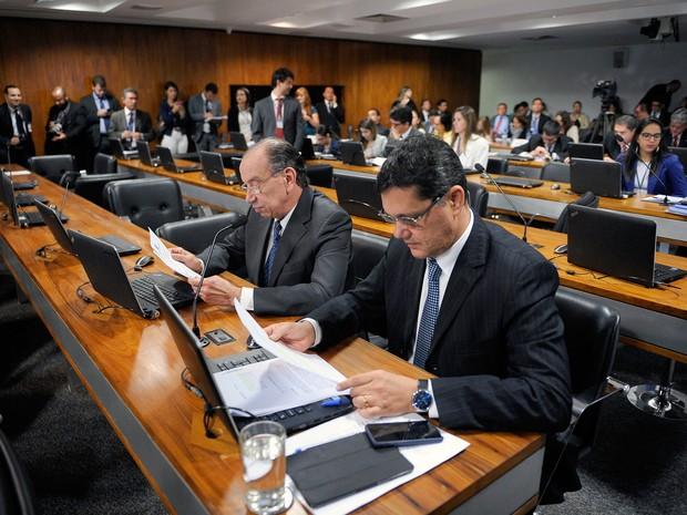 Senadores participaram de sessão da CCJ que discutiu a cláusula de desempenho para partidos (Foto: Pedro França/Agência Senado)