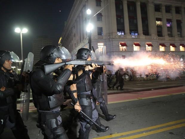 SP protesto confusão polícia dispara (Foto: Johnny de Franco/Sigmapress/Estadão Conteúdo)