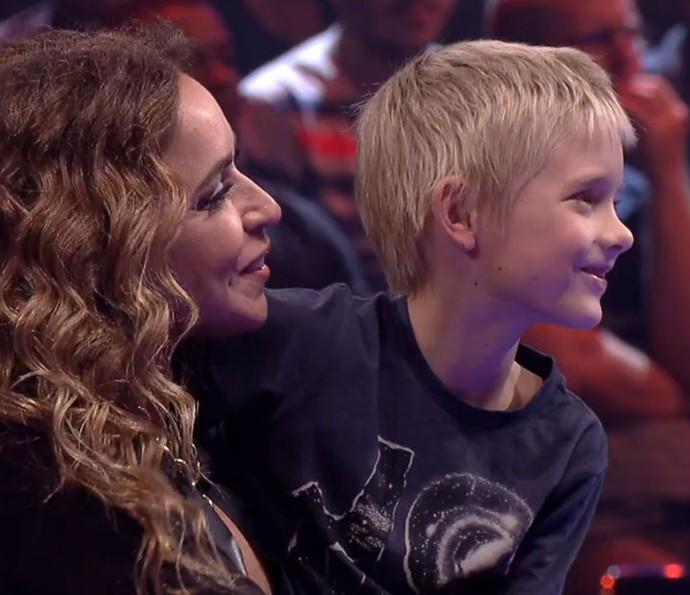 Daniela Mercury segura João, filho de Fê Lima, no colo (Foto: TV Globo)