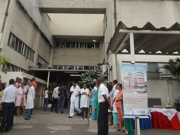 Médicos e enfermeiros do HGE participam do anúncio da reforma  (Foto: Naiá Braga)