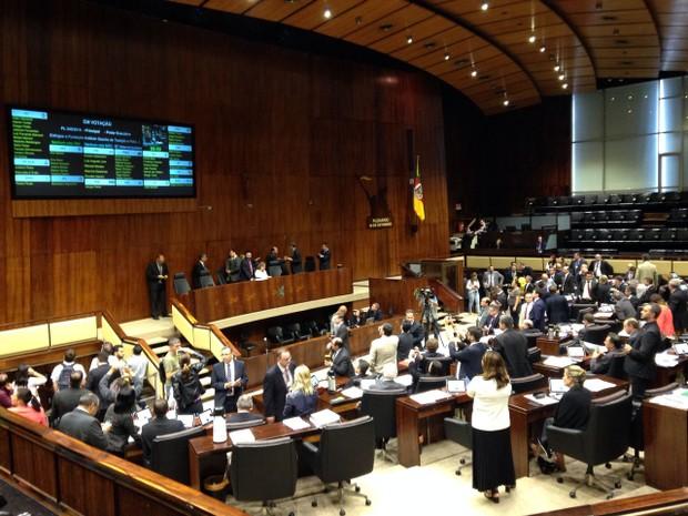 Deputados aprovam cinco projetos do pacotão de Sartori (Foto: Cristine Gallisa/RBS TV)