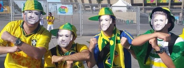 No Mineirão, torcedores 'viram' Neymar (No Mineirão, torcedores vão de Neymar Em BH, torcedores homenageiam Neymar (Laura de Las Casas/G1))