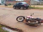 Mulher fica ferida ao colidir de moto contra carro em Rolim de Moura, RO