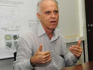 O professor Ennio Peres, da Unicamp (Foto: Antonio Scarpinetti / Unicamp)