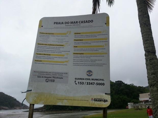 Mulher é encontrada morta em areia da praia em Guarujá (Foto: Solange Freitas/TV Tribuna)