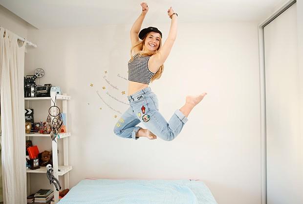 A atriz Malu Pizzato, a Martinha na novela Malhação-Pro Dia Nascer Feliz, mostra seu cantinho preferido em casa e abre o armário com looks despojados  (Foto: Marcos Serra Lima/EGO)
