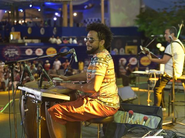 Banda Alavontê toca sucessos da axé music, além de composições próprias (Foto: Elias Dantas/Ag. Haack)