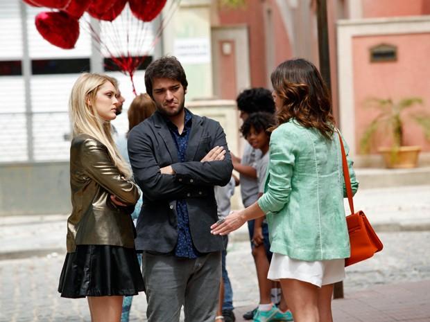 Megan chega e fica enfurecida com a ceninha  (Foto: Raphael Dias / TV Globo)