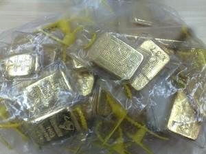 Barras de ouro (2,4 quilos) apreendidas durante a Operação Alquimia, da Polícia Federal e da Receita Federal