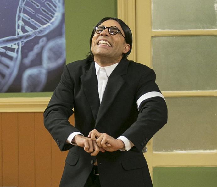 Seu Batista entrega segredo sobre cueca do Professor Raimundo (Foto: Raphael Dias/Gshow)