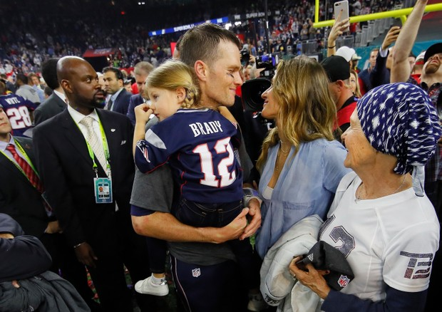 Gisele Bündchen e Tom Brady na final do Super Bowl (Foto: Kevin C. Cox / GETTY IMAGES NORTH AMERICA / AFP)