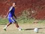 Moacir orienta Serginho, que promete mais ganância por gols em 2017