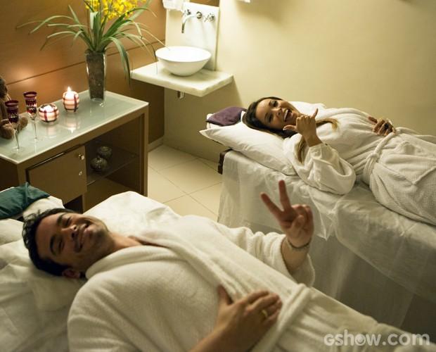 Os convidados do casamento também vão curtir a massagem (Foto: Felipe Monteiro / TV Globo)