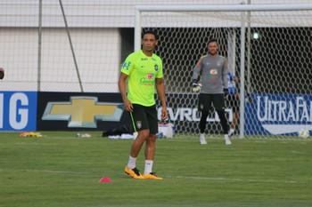 Ricardo Oliveira em treino da Seleção (Foto: Diego Guichard)