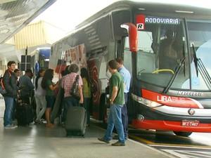 Passageiros reclamam de transporte público em Aeroporto de Viracopos em Campinas (Foto: Reprodução / EPTV)