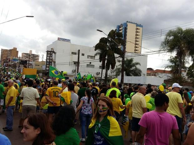 Em Assis, a concentração começou na Praça da Mocidade  (Foto: Maiza Olímpia de Oliveira/ Arquivo pessoal )