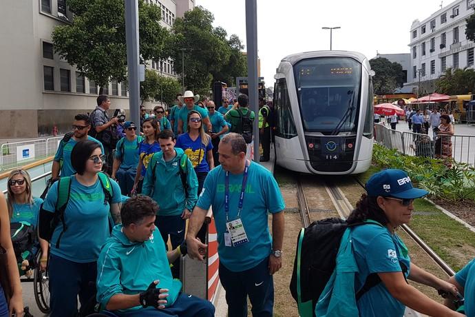 Atletas paralímpicos VLT recepção Praça Mauá (Foto: Leonardo Filipo)