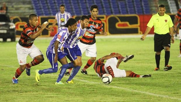 Campinense 1 x 0 Atlético de Cajazeiras, no Estádio Amigão, pela 8ª rodada da 2ª fase do Campeonato Paraibano 2013 (Foto: Magnus Menezes / Jornal da Paraíba)