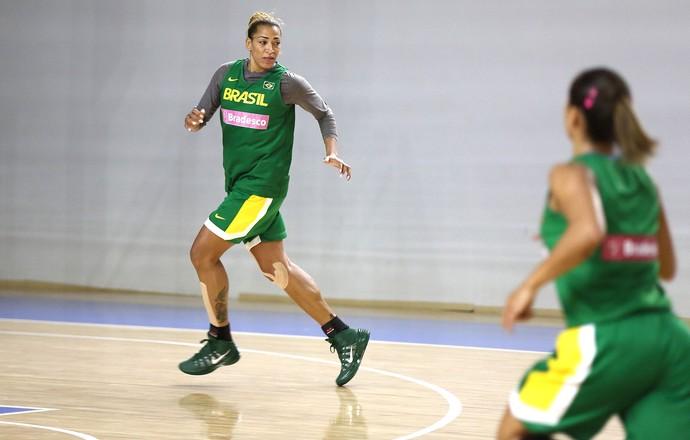 Erika treino seleção brasileira (Foto: Divulgação / CBB)