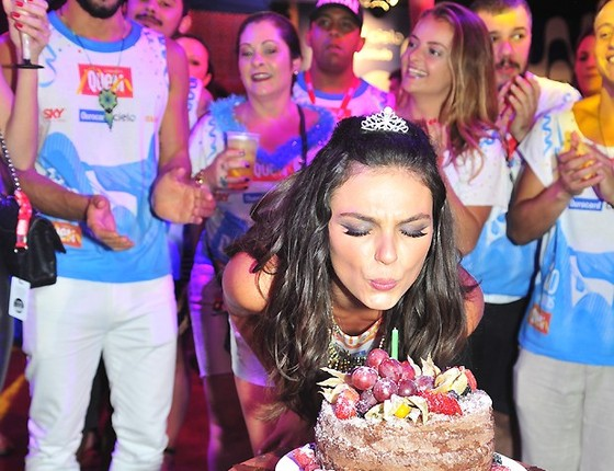 Isis Valverde completa 30 anos nesta sexta-feira (17) e fará uma festança daquelas para 500 convidados no sábado (18), no Rio  (Foto: Editora Globo)